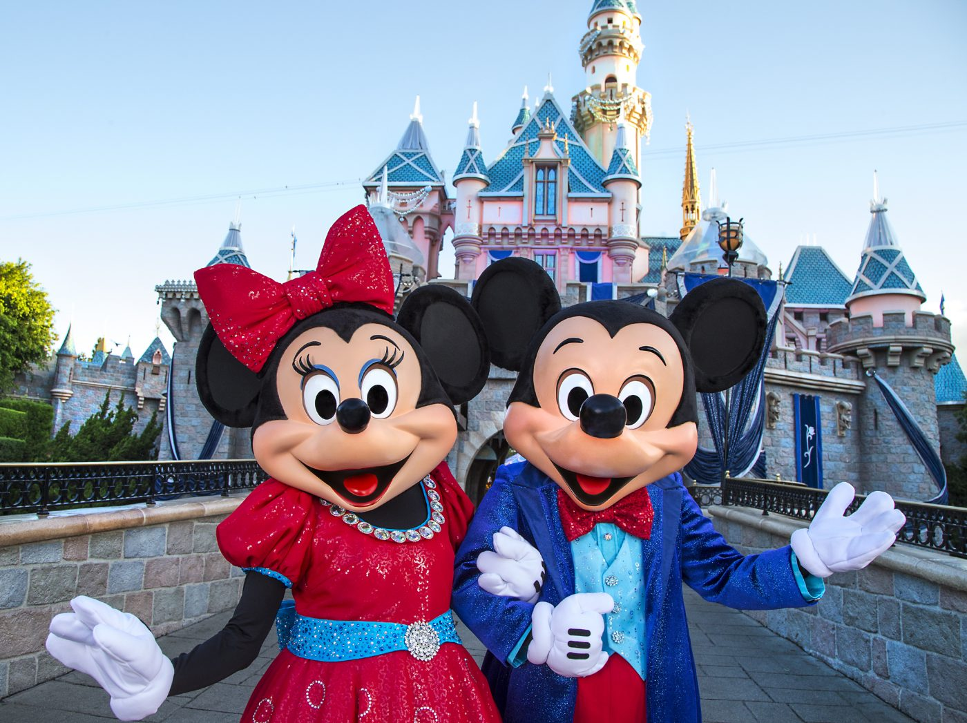 Free Walt Disney World Resort/Disneyland Resort vacation for family of 4