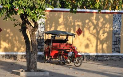 Cambodia Taxi Chaos – a Leaf, a Radiator and a Mac Gyver Moment