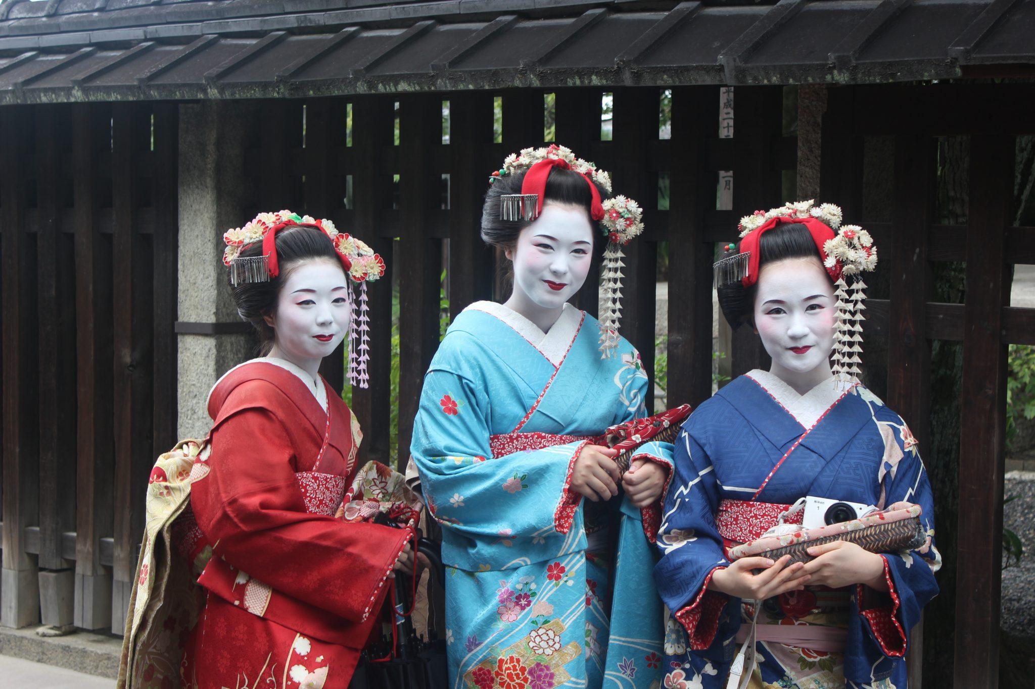 geisha-girls-kimono-culture-woman