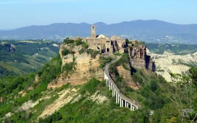 Visiting the little town of Civita di Bagnoregio