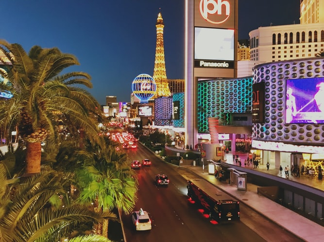 Book Vegas Vacation: 5 Reasons To Book Your Las Vegas Trip Online